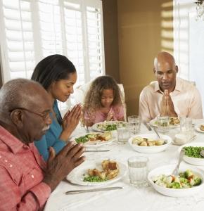 Praying_Family